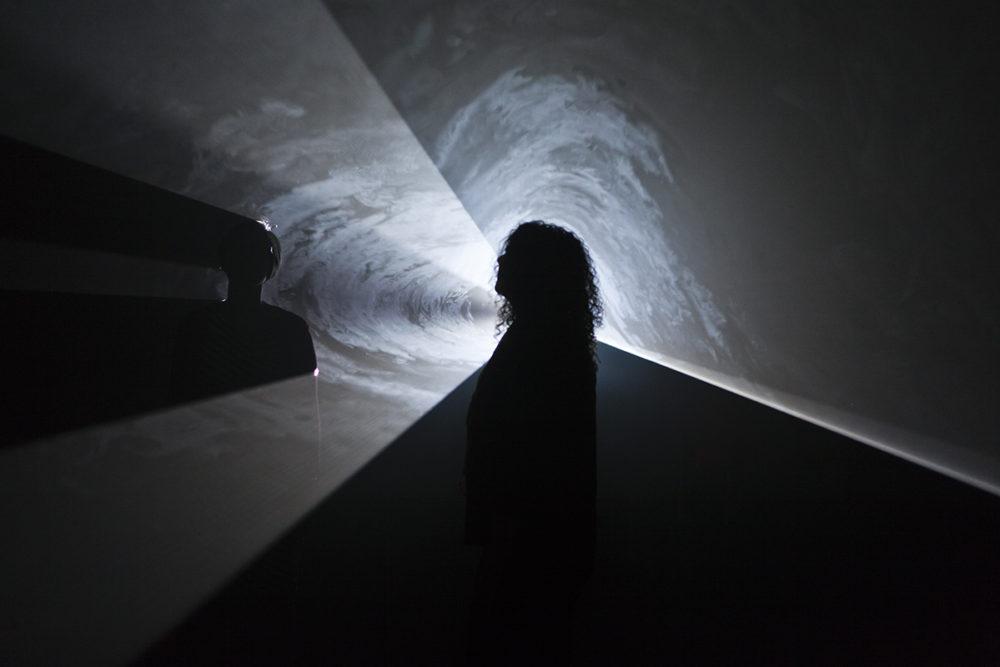 <em>Anthony McCall: You and I, Horizontal (II)</em>, installation view, Contemporary Art Museum St. Louis, September 6-December 29, 2013. Photo: David Johnson.