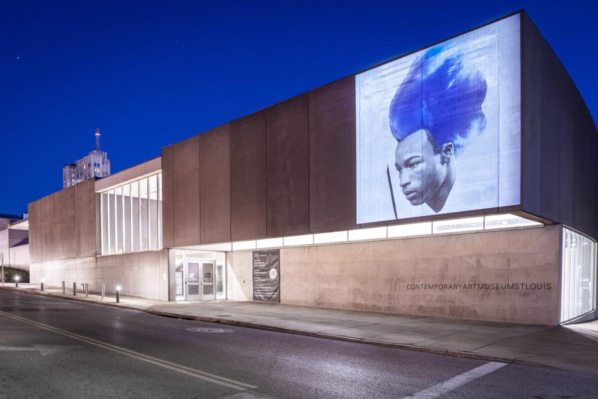 <em>Lorna Simpson, Blue Love</em>, installation view, Contemporary Art Museum St. Louis, September 3, 2021–February 27, 2022. Photo: Dusty Kessler.